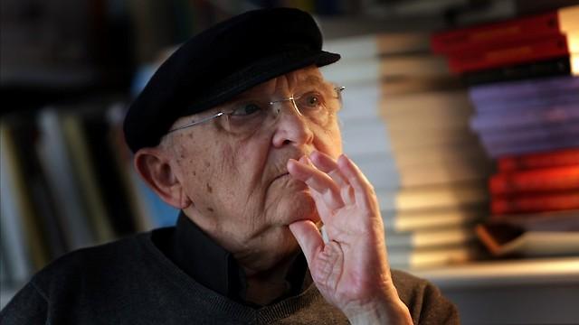 """""""סופר צריך לתת לאדם כיוון לדרך שמובילה למשמעות של החיים"""" (צילום: אלכס קולומויסקי)"""