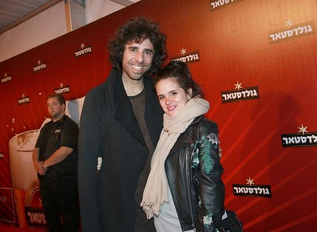 מכירים את זה שאתם יוצאים להופעה? אורי חזקיה ואשתו אריאל (צילום: ענת מוסברג)