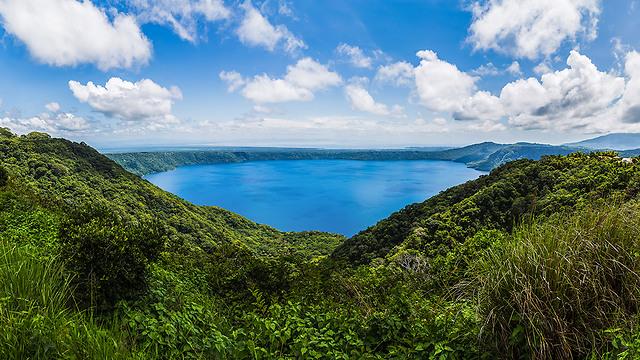 לגונת Apoyo בין הרי הגעש, ניקרגואה (צילום: depositphotos) (צילום: depositphotos)
