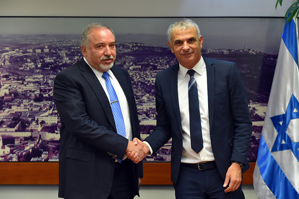 Defense Minister Lieberman (L) reached an agreement with Finance Minister Kahlon to create team to examine increasing the defense budget (Photo: Ariel Hermoni, Defense Ministry)
