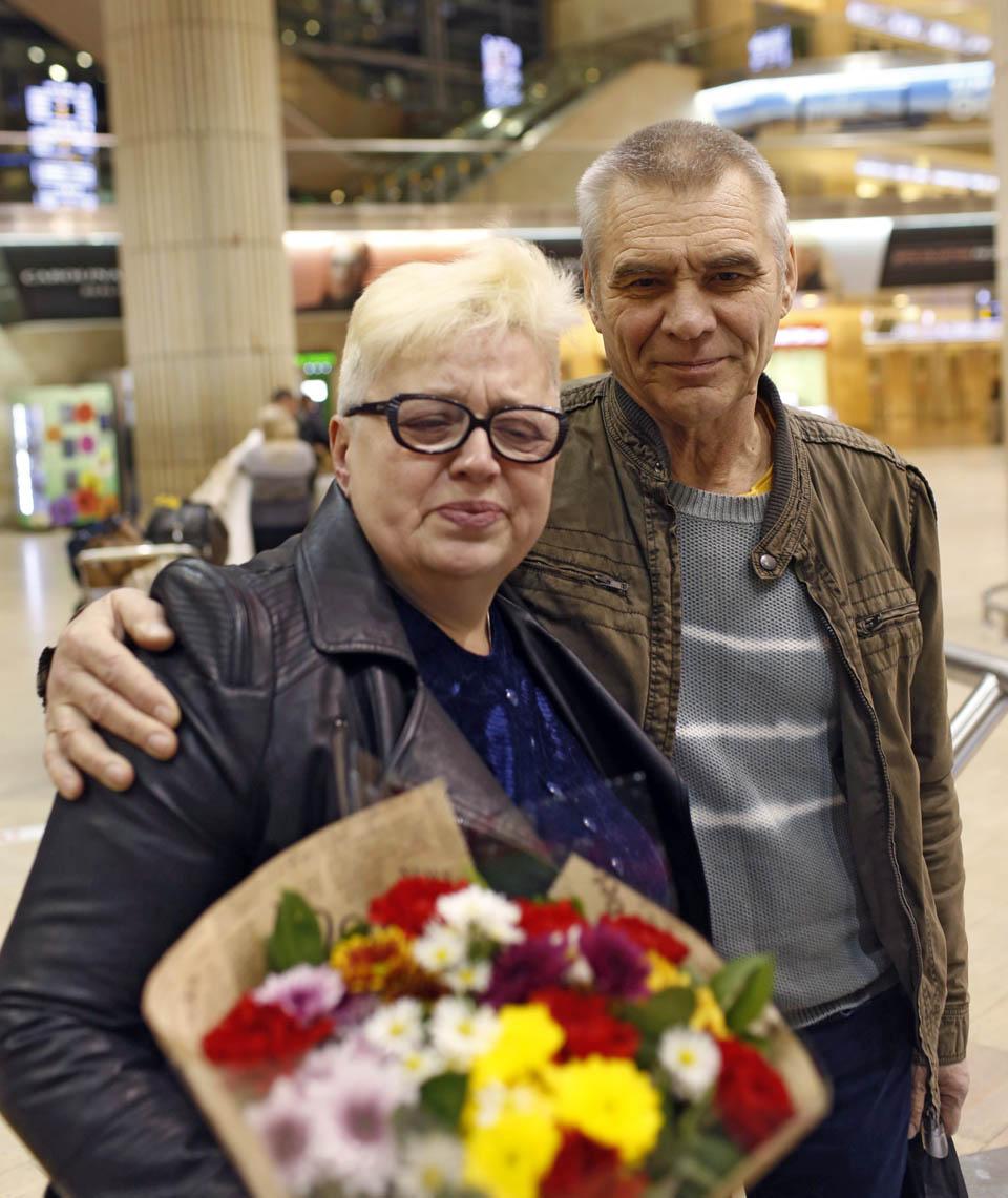 Елена и ее муж, встреча в Бен-Гурионе. Фото: Амит Шааль