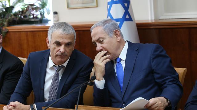 ראש הממשלה בנימין נתניהו ושר האוצר משה כחלון (צילום: אלכס קולומויסקי)