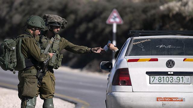 מחסומים ליד שכם (צילום: AFP) (צילום: AFP)