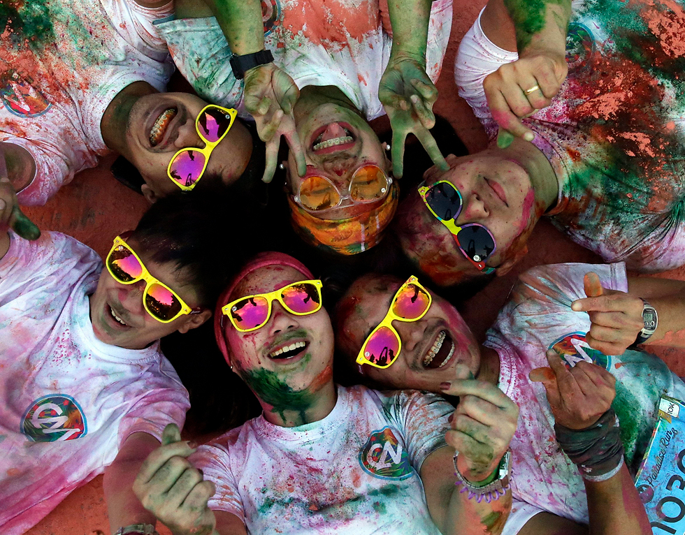 יותר מעשרת אלפים בני אדם השתתפו במרוץ הצבעים של מנילה, הפיליפינים (צילום: EPA)