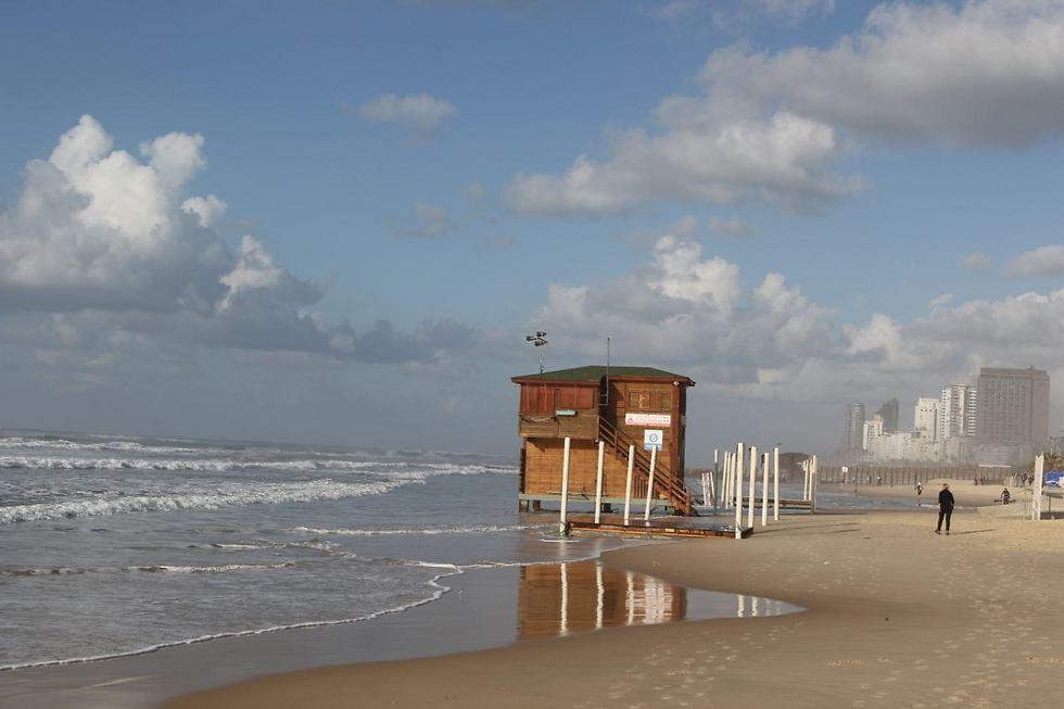 שבת חמימה בחוף ראשון לציון (צילום: אבי מועלם) (צילום: אבי מועלם)