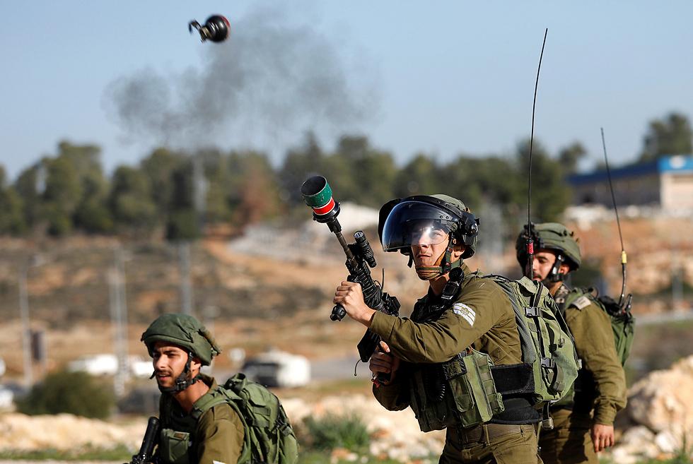 חיילים הגיבו באמצעים לפיזור הפגנות (צילום: רויטרס)