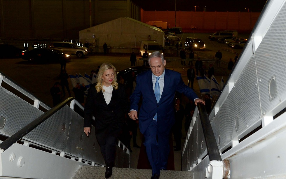 PM Netanyahu and Sara Netanyahu board plane for India (Photo: Avi Ohayon/GPO)
