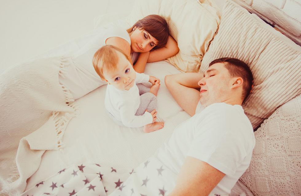 """""""בכל מצב, ולא משנה מה קורה ולאורך כמה זמן, אל תוציאו את הילד מחדרו אם אתם מצפים ממנו שיחזור לישון"""" (צילום: Shutterstock)"""