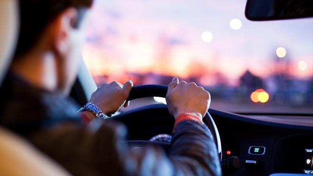פעולות שעושים על אוטומט. נהיגה (צילום: shutterstock)