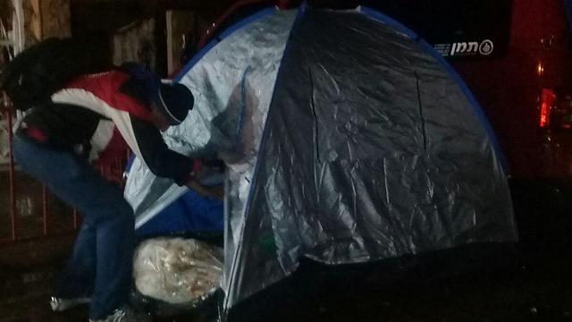"""אוהלים מחוץ לבית השר (צילום: """"הנכים הופכים לפנתרים"""") (צילום:"""