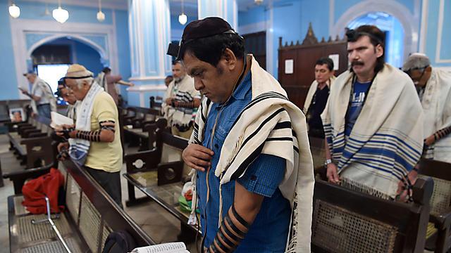 Mumbai Jews in prayer (Photo: AFP)