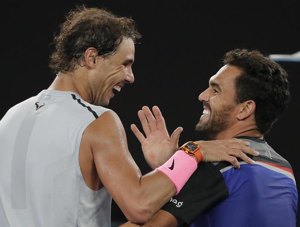 בורגוס (מימין) מעריץ, נדאל זורם איתו (צילום: AP) (צילום: AP)