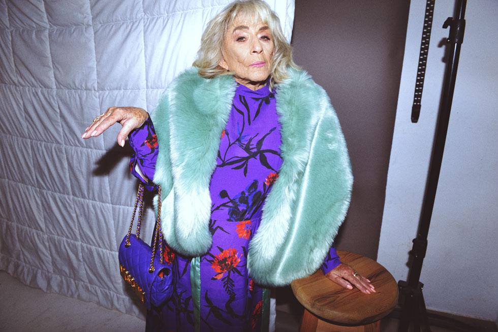 """1. רבקה'לה קרמר. """"למדתי לעשן בפלמ""""ח. מי שלימד אותי לקחת את העשן לריאות זה שייקה אופיר"""". מאיפה הבגדים? הרשימה המלאה בתחתית הכתבה (צילום: ערן לוי)"""