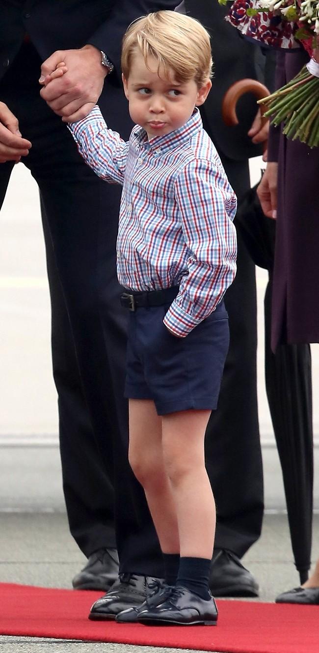 לא נראה מרוצה. הנסיך ג'ורג' (צילום: Gettyimages)