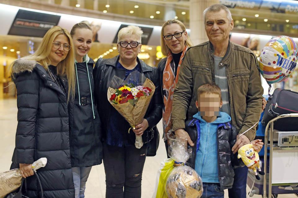 Семья Хромовых и ее защитники. Фото: Амит Шааль