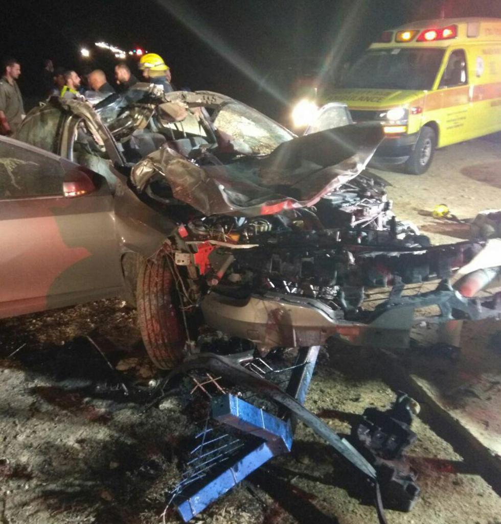"""זירת התאונה בכביש 40 (צילום: דוברות כב""""ה מחוז דרום) (צילום: דוברות כב"""