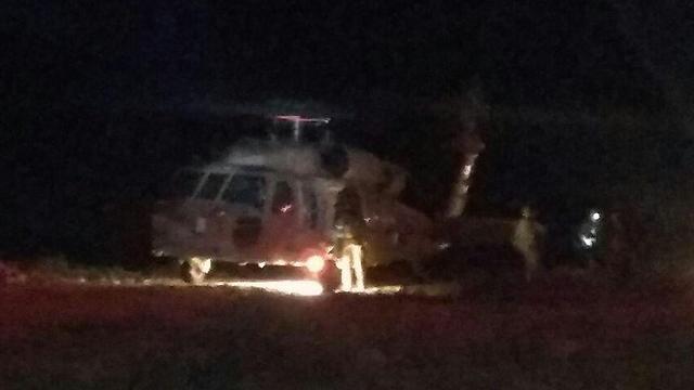 """מסוק פינה את הפצועים לבית החולים סורוקה (צילום: דוברות כב""""ה מחוז דרום) (צילום: דוברות כב"""