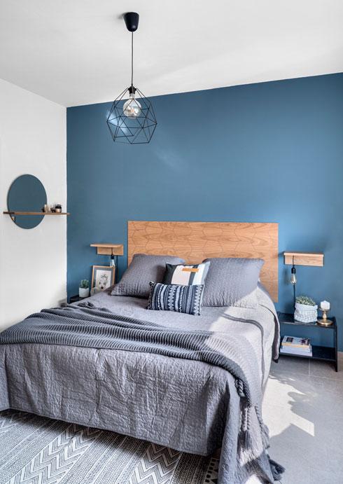 רוצים לצבוע את הקירות של הבית אבל אינכם בטוחים באיזה גוון להשתמש, צביעה של דוגמיות צבע על הקיר תעזור לכם להחליט (צילום: רותם רוזנאי, סטודיו גפן)