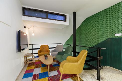 פינת הטלוויזיה החדשה בקומה העליונה בבית (צילום: אורית ארנון)