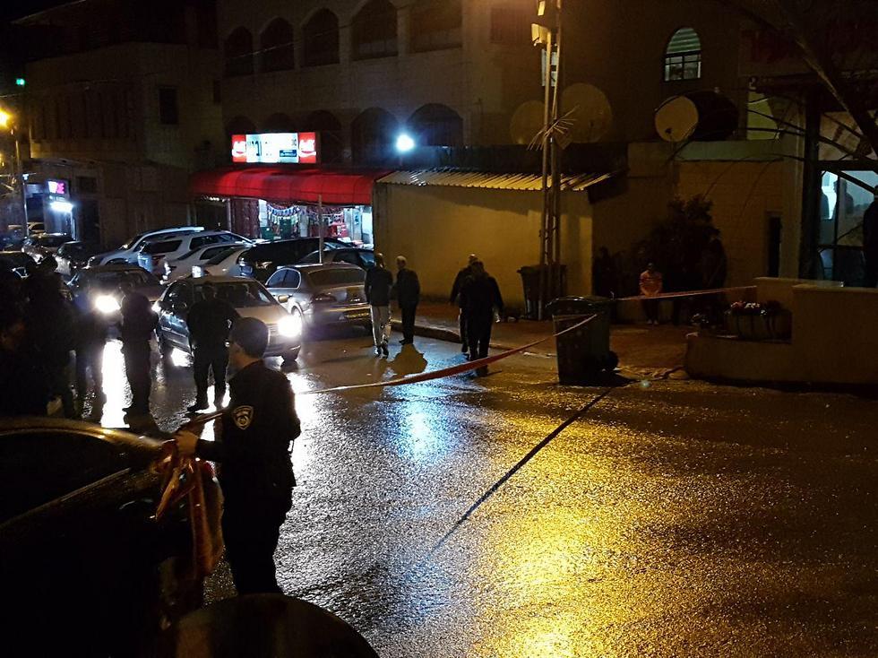 רצח במרכז המסחרי בעיר ()
