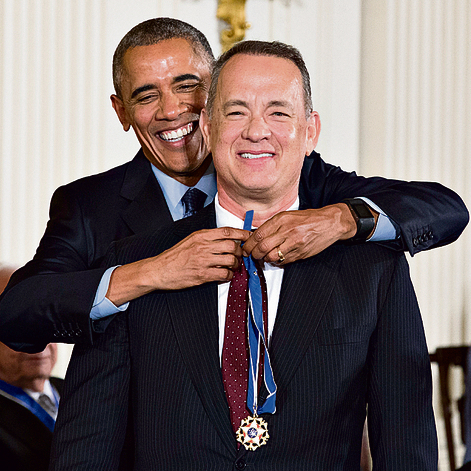 מקבל את מדליית החירות הנשיאותית מברק אובמה | צילום: אי.פי.איי
