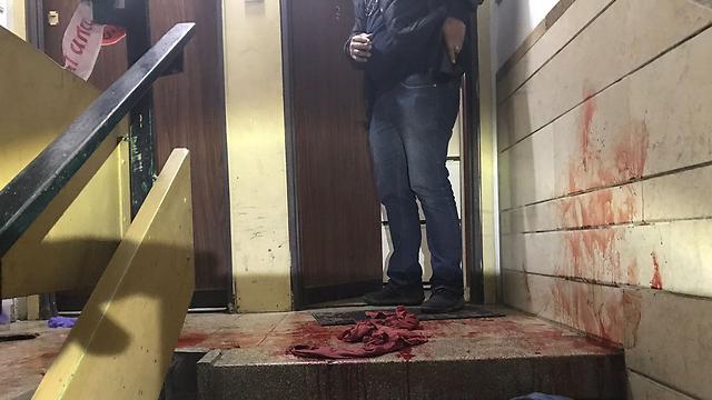חדר המדרגות שבו נרצח (צילום: דוברות המשטרה) (צילום: דוברות המשטרה)
