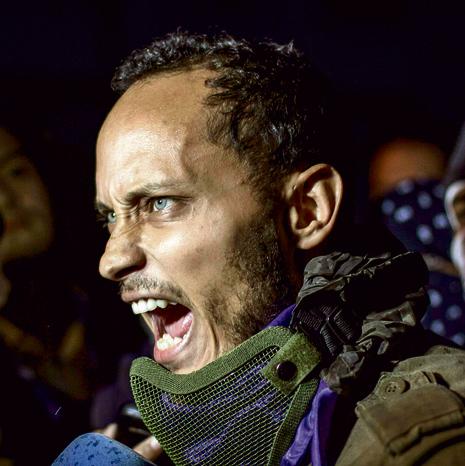 אוסקר פרז, השוטר שחצה את הקווים, בהפגנה ביולי