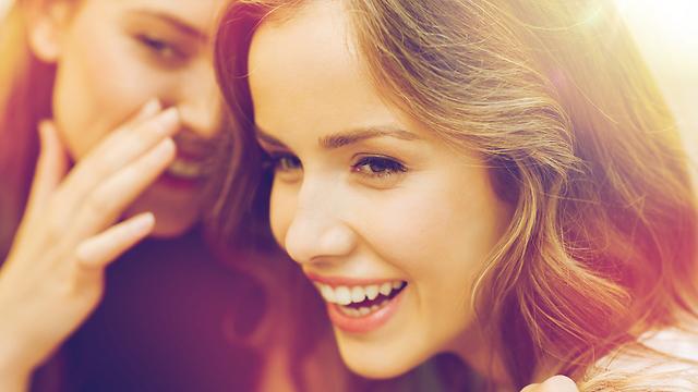 תתפלאו, נשים לא מרכלות יותר מגברים (צילום: Shutterstock) (צילום: Shutterstock)