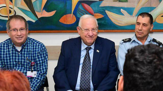 President Rivlin visited the Border Policeman seriously wounded in the operation (Photo: Amos Ben Gershom/GPO)