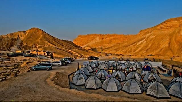 אוהלים במחנה מצדה (צילום: אבינועם לוריא) (צילום: אבינועם לוריא)