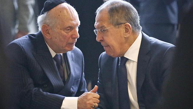 FM Lavrov speaks to Holocaust survivor  (Photo: AP)
