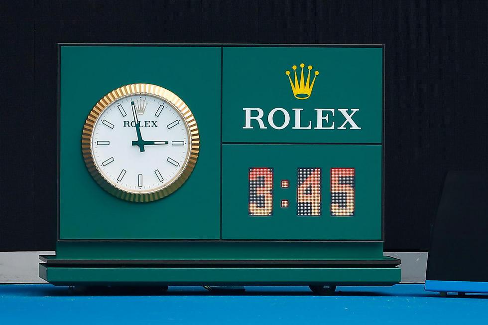 כן, כן, אתם רואים נכון. שעון המשחק בין האלפ לדייויס (צילום: AFP) (צילום: AFP)