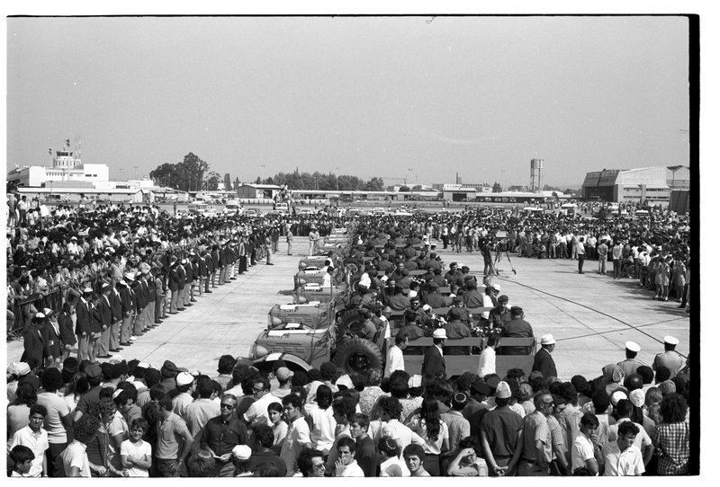 Фото 1972 года. Церемония встречи тел спортсменов в аэропорту Бен-Гурион. Фото: Давид Рубингер