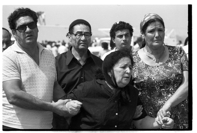 Фото 1972 года: прибытие гробов с телами спортсменов из Мюнхена в аэропорт Бен-Гурион. Фото: Давид Рубингер