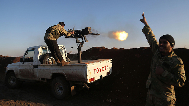 Syrian rebels assist Turkey against Kurds (Photo: AFP)