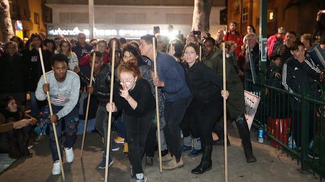 """מחאה בשדרות רוטשילד בת""""א (צילום: מוטי קמחי) (צילום: מוטי קמחי)"""