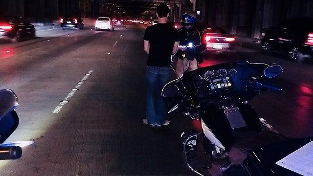 נהג הטסלה לאחר שהתעורר (עמוד הטוויטר של CHP San Francisco)
