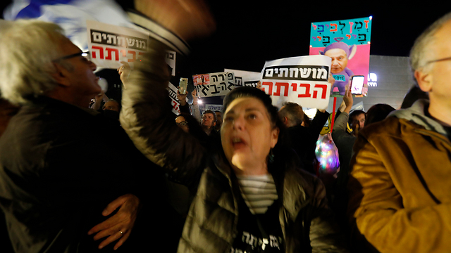 The weekly Tel Aviv anti-corruption protest (Photo: Shaul Golan)