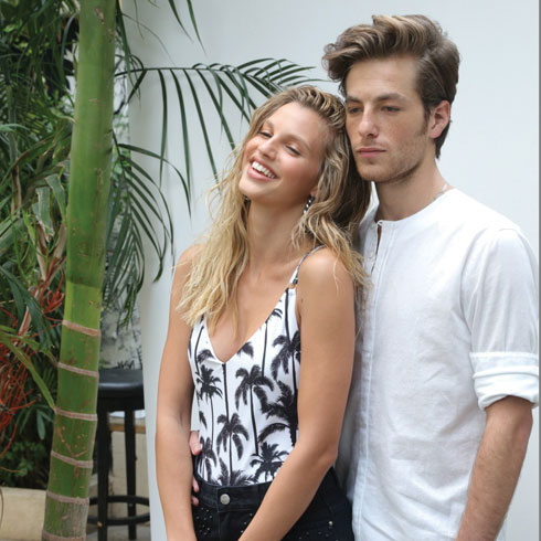 """עם בן זוגה גפן ברקאי בצילומים לקמפיין """"רנואר"""" (צילום: רפי דלויה)"""
