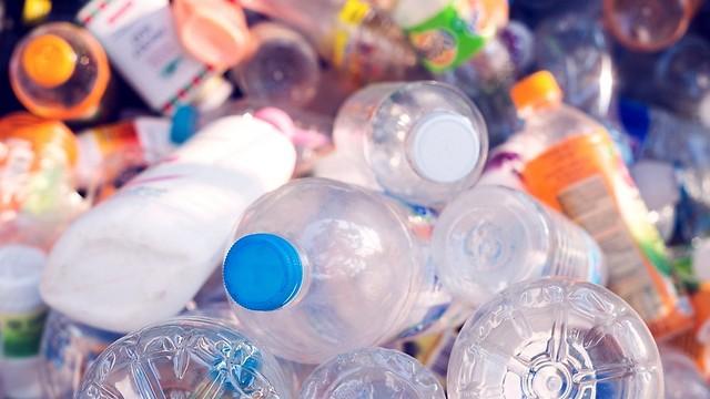 עם התלות, ירדה האיכות. פלסטיק (צילום: shutterstock) (צילום: shutterstock)