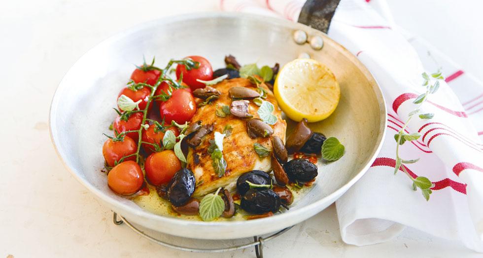 חזה עוף עם עגבניות צלויות וזיתים  (צילום: יוסי סליס, סגנון והכנה: נטשה חיימוביץ')