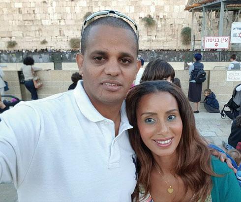 """עם בעלה מאיר. """"לא יצא לי לצאת עם אתיופי לפניו"""" (צילום: אלבום פרטי)"""