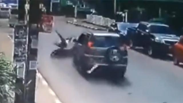 Jeep hitting the bike