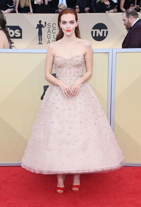 סטרפלס בשיבוץ פנינים. מדלין ברואר בשמלה של רים אקרה (צילום: Gettyimages)