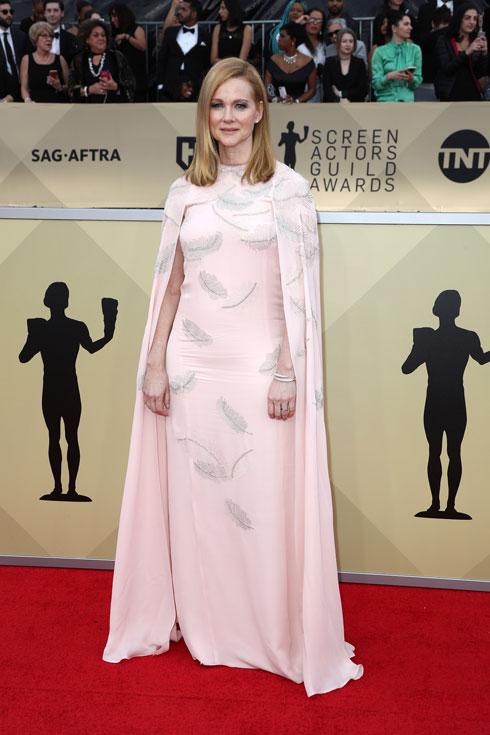 מלכותית. לורה ליני בשמלת גלימה של ג'יי מנדל (צילום: Gettyimages)