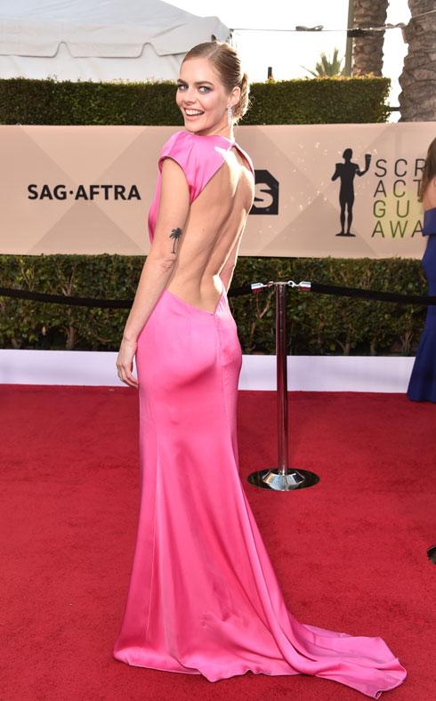 בגב חשוף. גם סמרה וויבינג בחרה בשמלה של מיו מיו (צילום: Gettyimages)