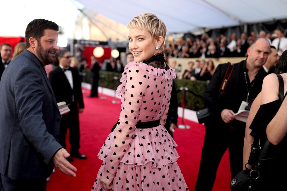 רומנטית וקצוצה. קייט הדסון מגיעה לטקס פרסי ה-SAG בשמלה של ולנטינו (צילום: Gettyimages)