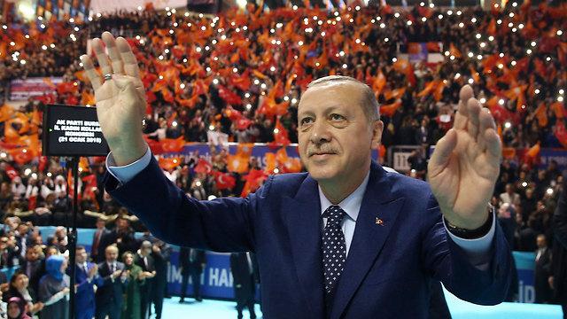טורקיה שואפת לבסס את מעמדה כשחקנית אזורית וכשחקן דומיננטי בעולם המוסלמי. ארדואן (צילום: AP)