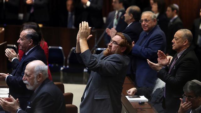 מחיאות כפיים בכנסת במהלך הנאום (צילום: גיל יוחנן) (צילום: גיל יוחנן)