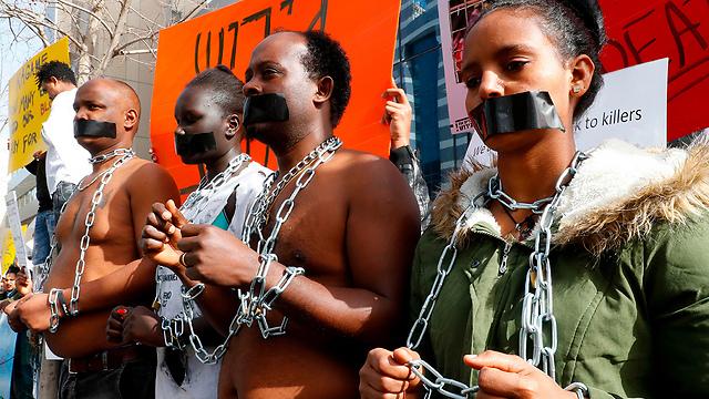 African asylum seekers protest outside Rwandan embassy in Herzliya (Photo: AFP)